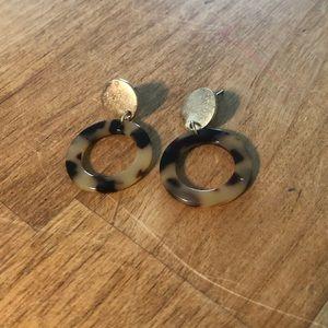 Tortoise style drop earrings